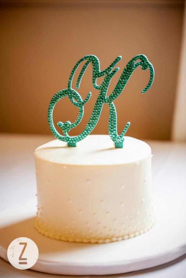 8. DIY Wedding: Monogram Cake Topper (2/5)