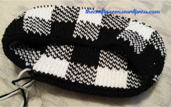 black white gingham cowl knitting pattern